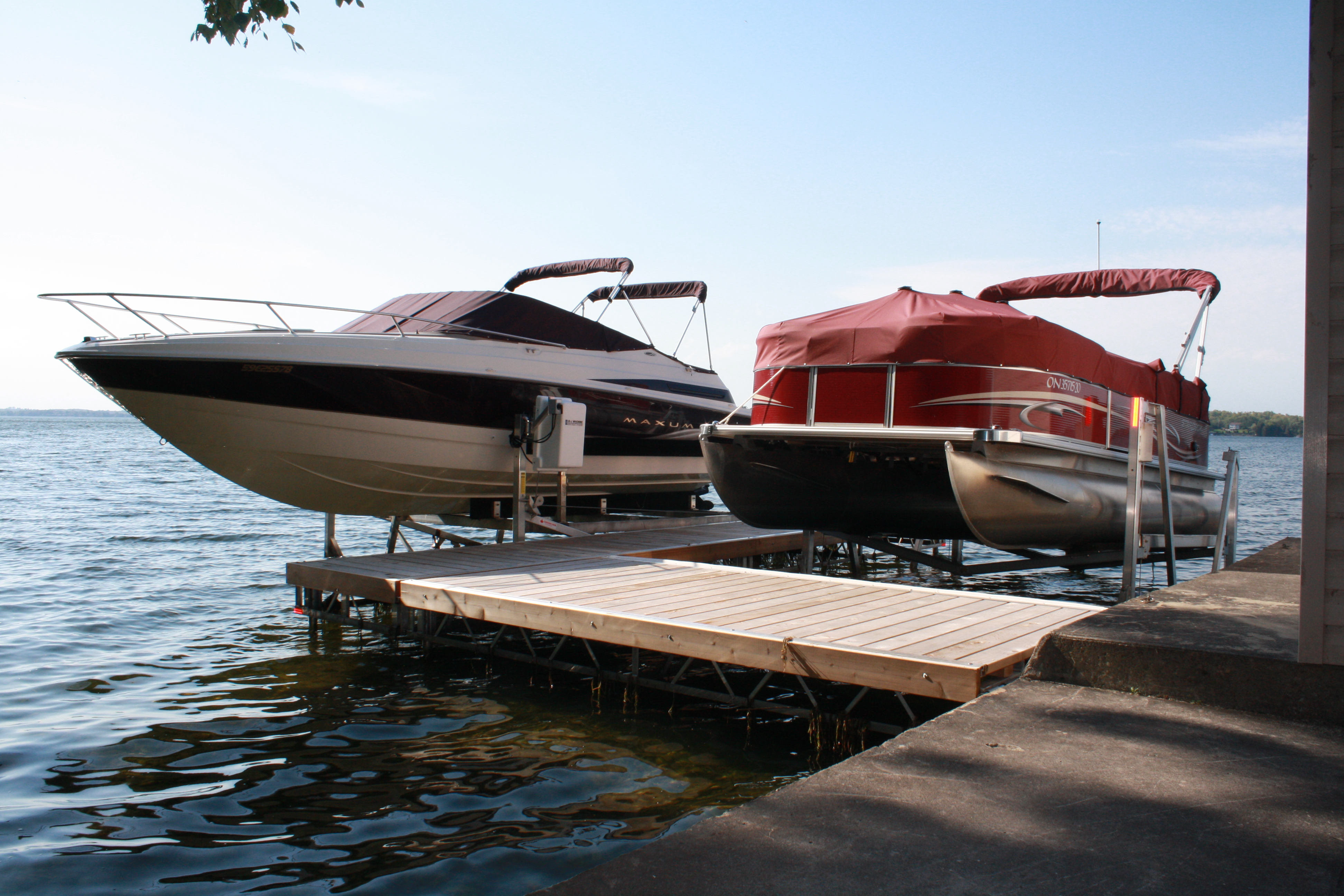 Vertical boat lifts pontoon boat lifts r j machine for Electric boat lift motor