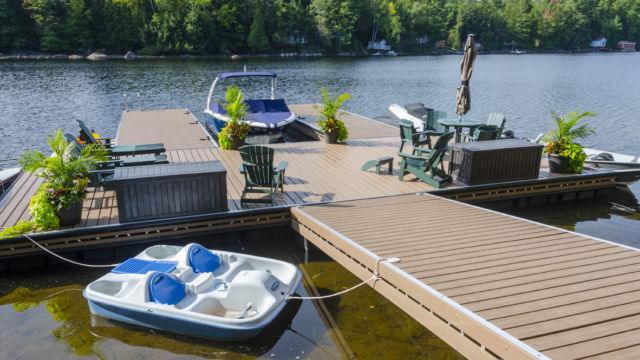 Floating dock system with tapered ramp