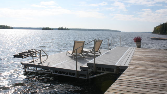 Lift up Step Dock running parallel to shore